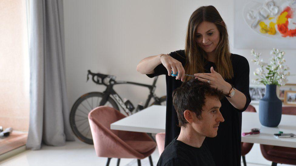 Geraint Thomas has hair cut by wife Sara
