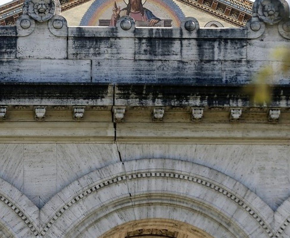 A crack St Paul's Basilica, Rome, following Sunday's earthquake in central Italy, 30 October 2016