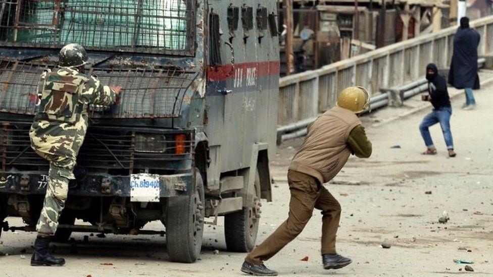 Indian police clash with Kashmiri protestors during a protest in Baramullah, north of Srinagar. Photo: 7 November 2015