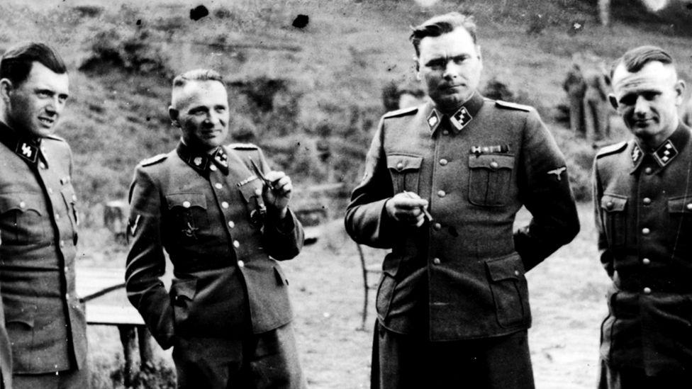 Йозеф Менгеле с офицерами СС
