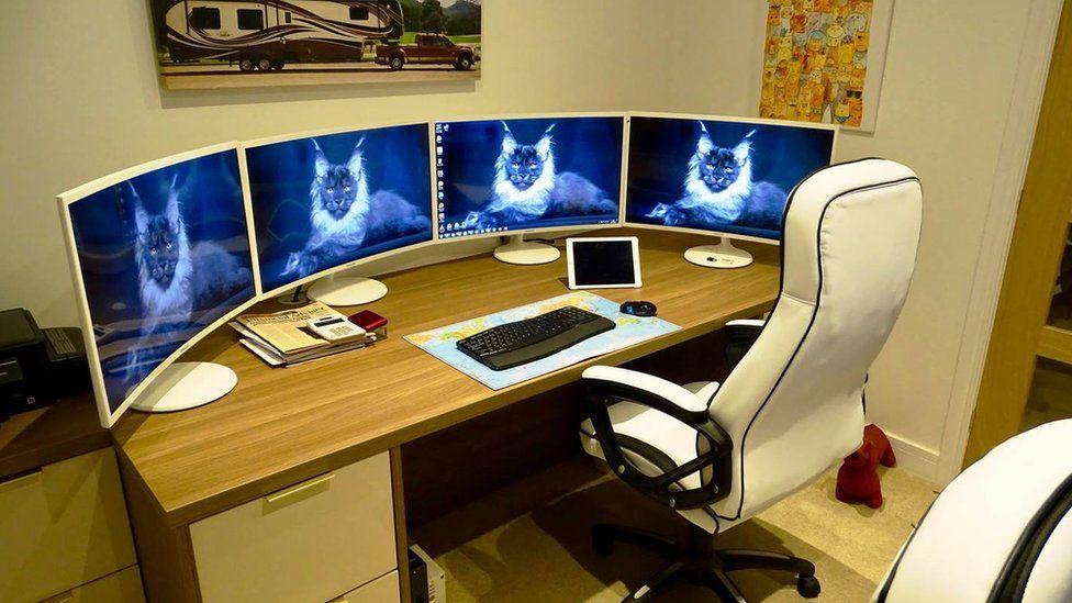 Leo's regular office