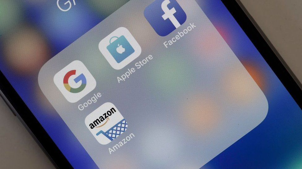 Phone with Facebook, amazon, apple and google apps