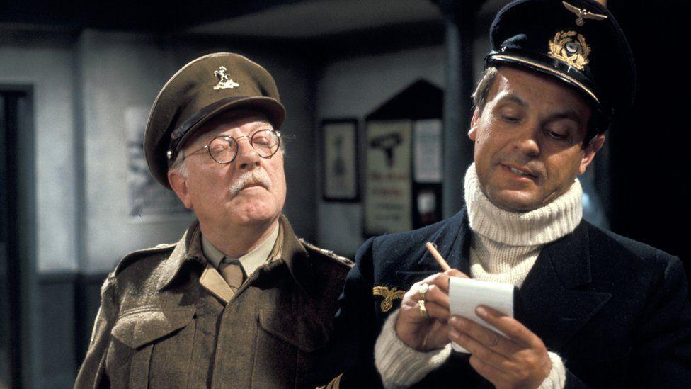 Arthur Lowe a Philip Madoc yn Dad's Army
