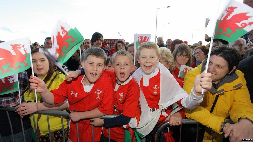 Thousands of fans gathered at the Senedd to welcome the Grand Slam-winning Wales team