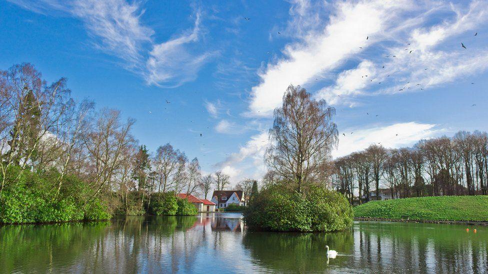 House and lake in Rouken Glen park