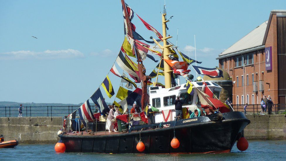 Boat decorated for Newhaven gala
