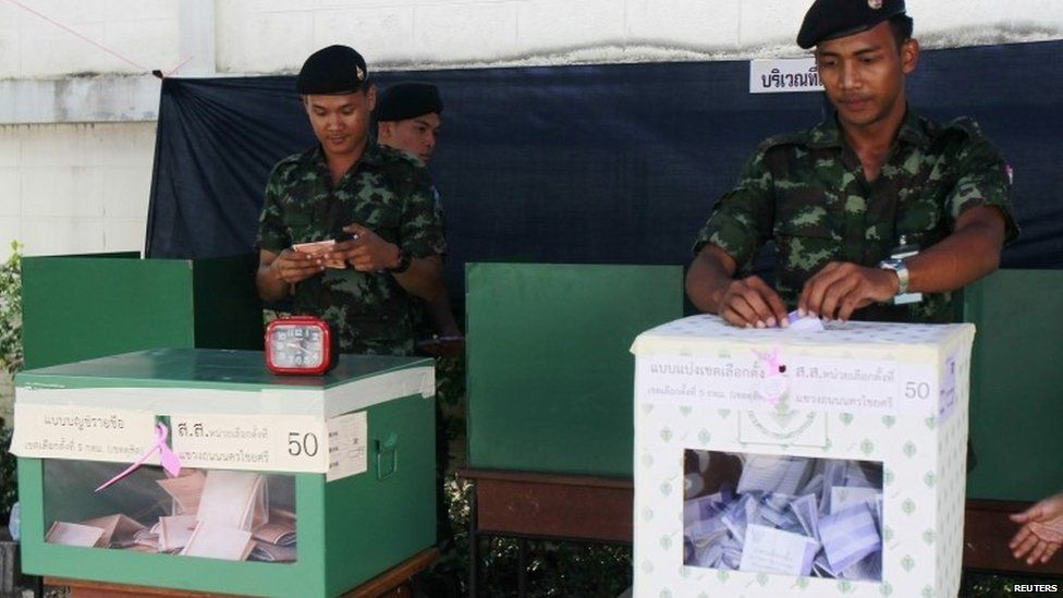 Thai soldiers cast their ballots at a polling station in Bangkok