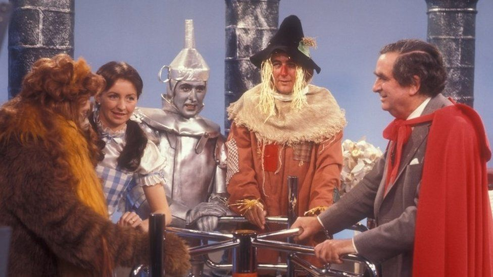Healey performing as the Wizard of Oz