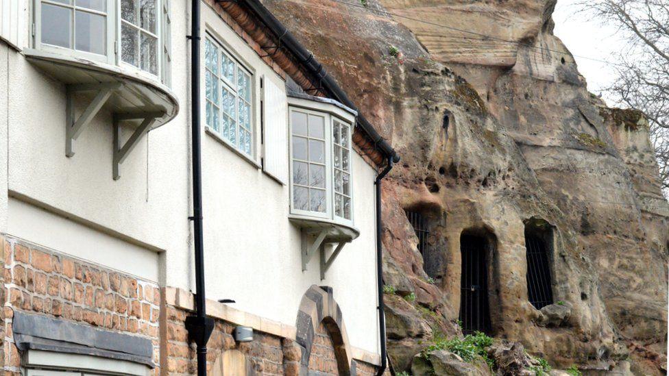 House built into Nottingham Castle's wall