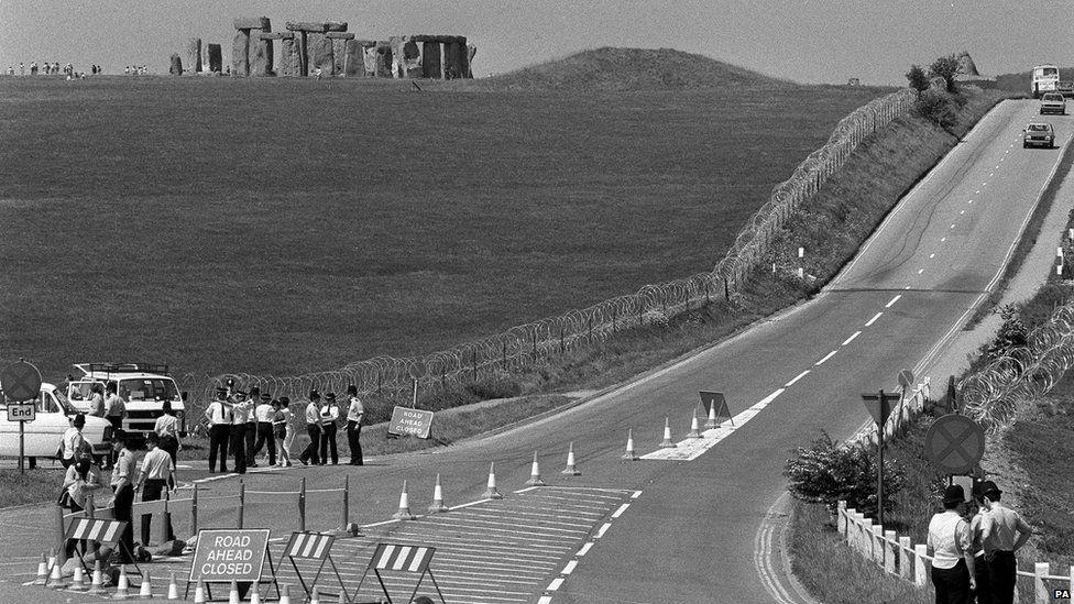 Police halt a convoy of 140 vehicles at a road block set up on 1 June 1985