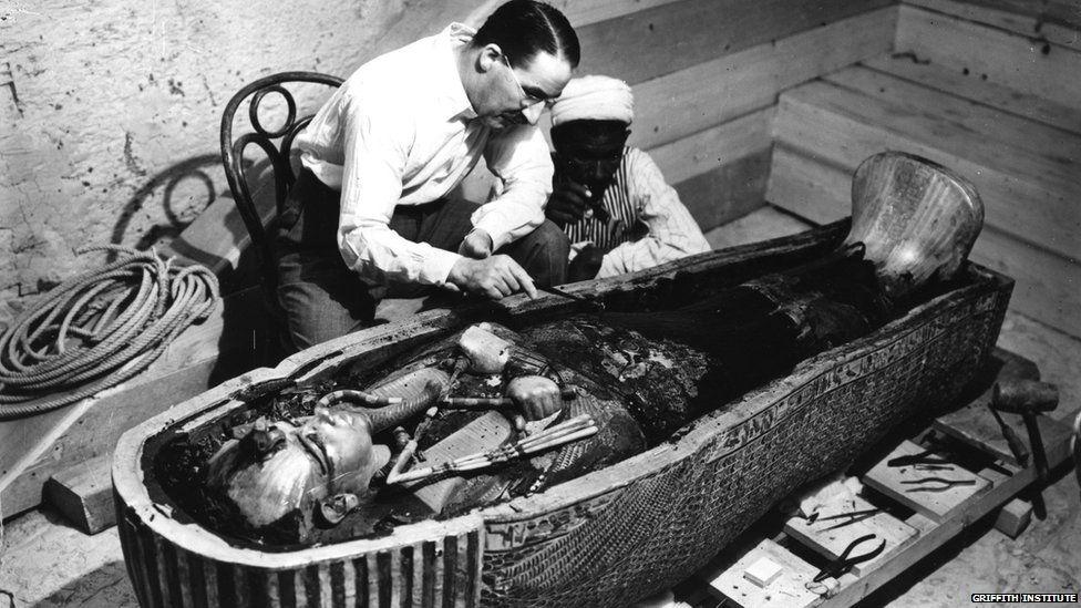 Howard Carter and an assistant inspect Tutankhamun's inner coffin. (Photo: Harry Burton. 1922)