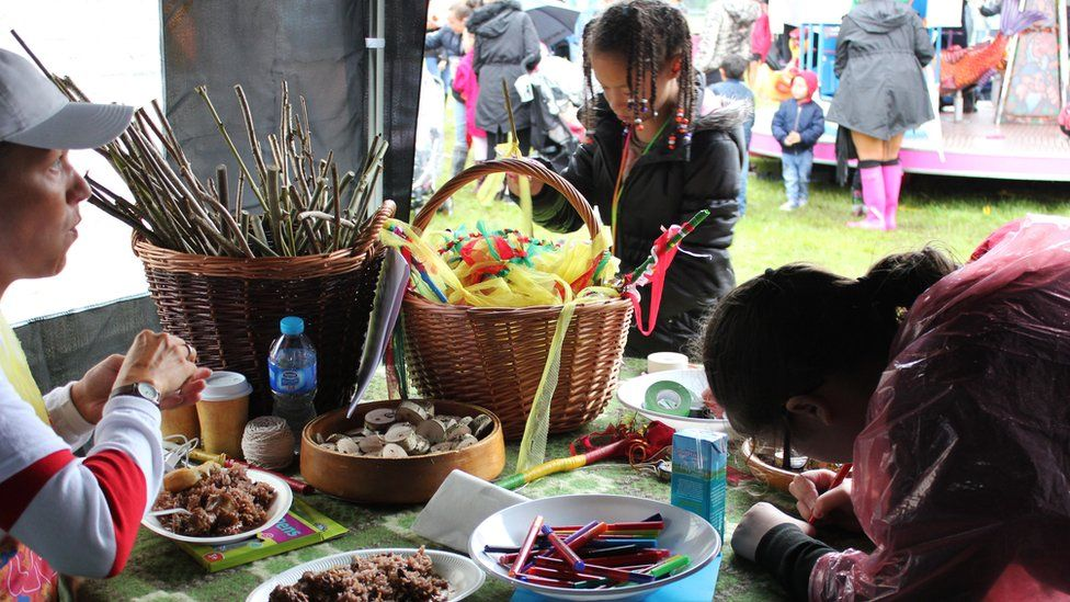 Stondin celf a chrefft y carnifal // Arts and crafts stand