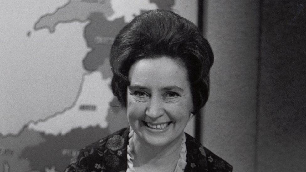 Y diweddar Eleanor Mathias; golygydd newyddion Y Dydd.
