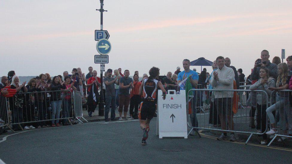 Mae'r llinell gorffen mewn golwg! // There is light at the end of the triathlon!