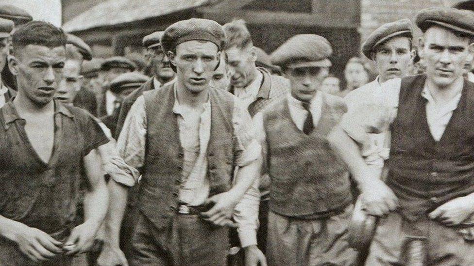 Mae trychineb Gresffordd yn parhau i fod yn un o'r gwaetha' yn hanes y diwydiant glo ym Mhrydain / The Gresford disaster remains one of the worst in the history of the coal mining industry in Britain