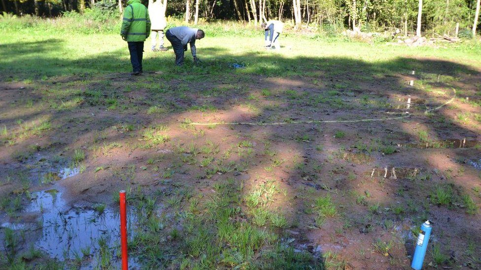 Y safle yn cael ei farcio // The site is being marked ready for construction to begin