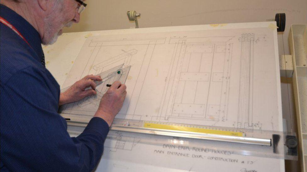 Y pensaer Gerallt Nash yn arwain y gwaith cynllunio // Its all in the detail according to architect, Gerallt Nash