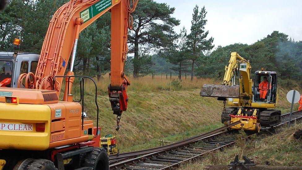 Cranes lifting the straight tracks