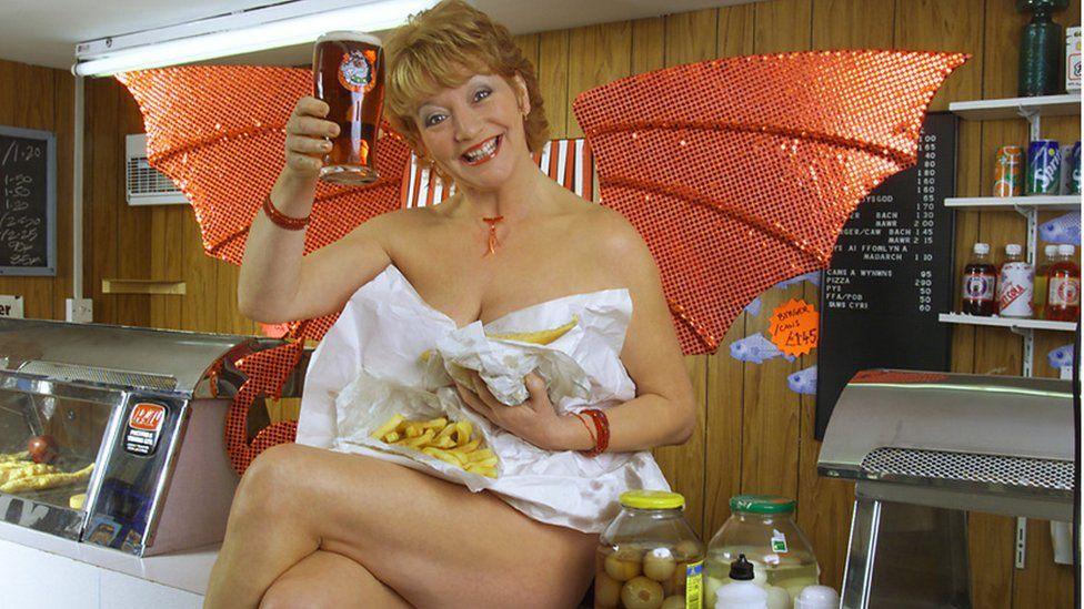 Cassie Morris (Sue Roderick)