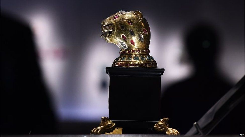 """Gem-encrusted gold tiger from the throne of 18th century Indian ruler Tipu Sultan is on display during a press preview of an exhibition titled """"Treasures from India, Jewels from the Al-Thani collection"""" at the Metropolitan Museum of Art in New York"""