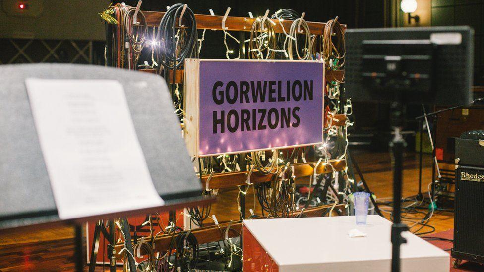 Sesiwn recordio arbennig artistiaid Gorwelion yn stiwdios Maida Vale, Llundain