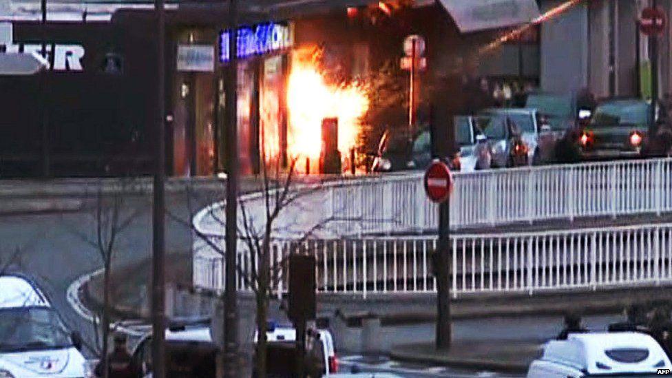 Explosion at supermarket in Paris