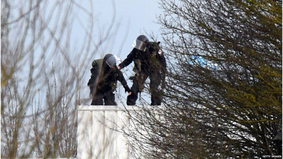 Police on roof in Dammartin