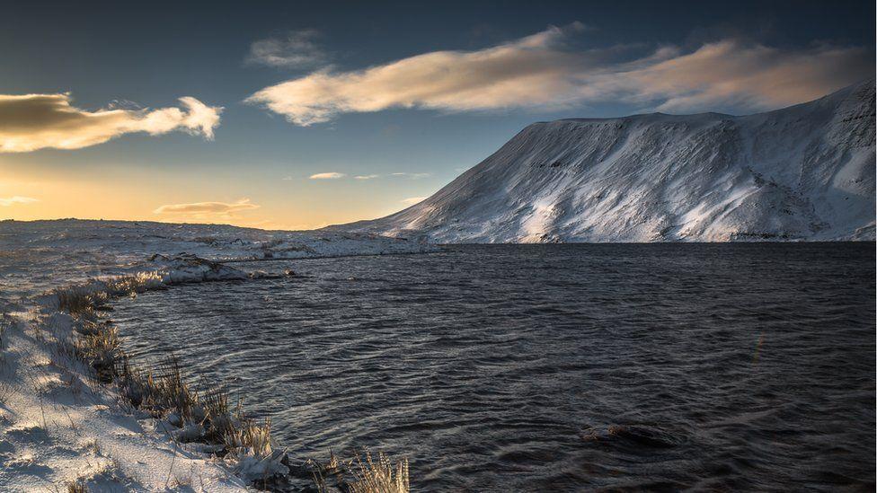 Llyn y Fan Fawr, wrth odre'r Mynydd Du // Llyn y Fan Fawr, at the foot of the Black Mountains