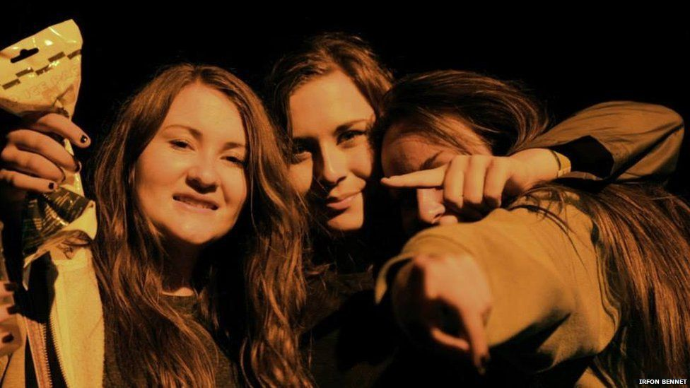 Catrin Medi, Ceri Owen a Lowri Ceiriog yn joio yn Eisteddfod Dinbych 2013