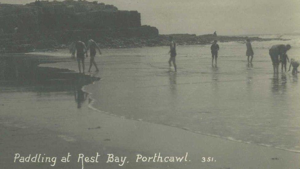 Ymdrochi yn Rest Bay