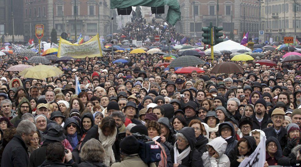 Protesters at an anti-Berlusconi rally in Milan, Italy (13 Feb 2011)
