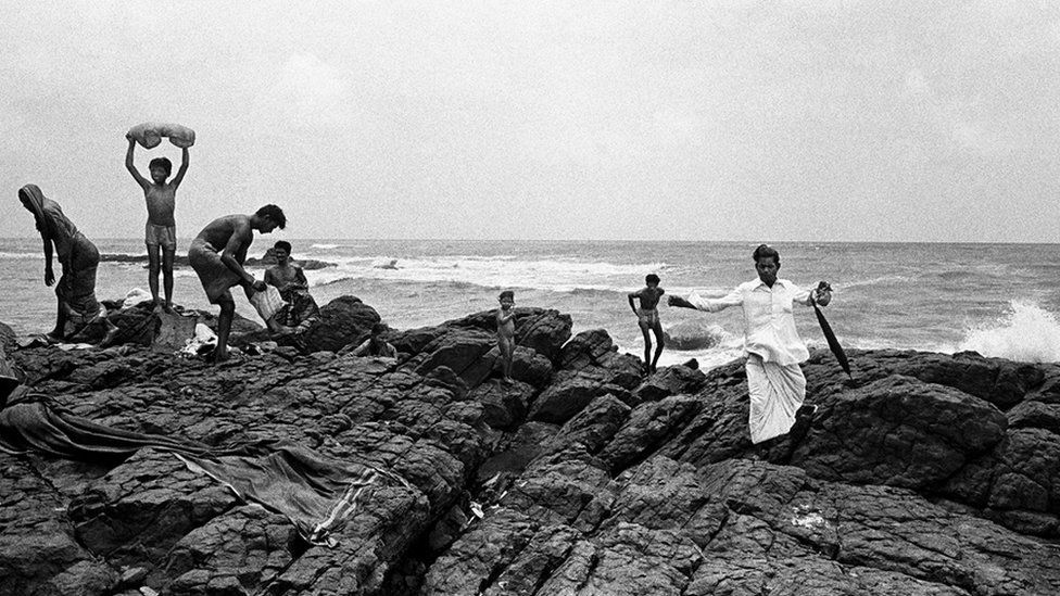 Bathers at Mahalakshmi (Photo: Pablo Bartholomew)