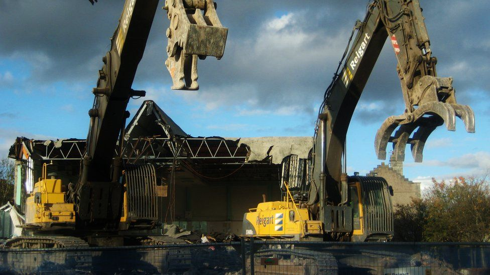 Johnstone swimming pool being demolished