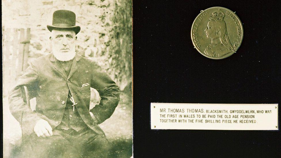 Llun o Thomas Thomas a choron Lloyd George