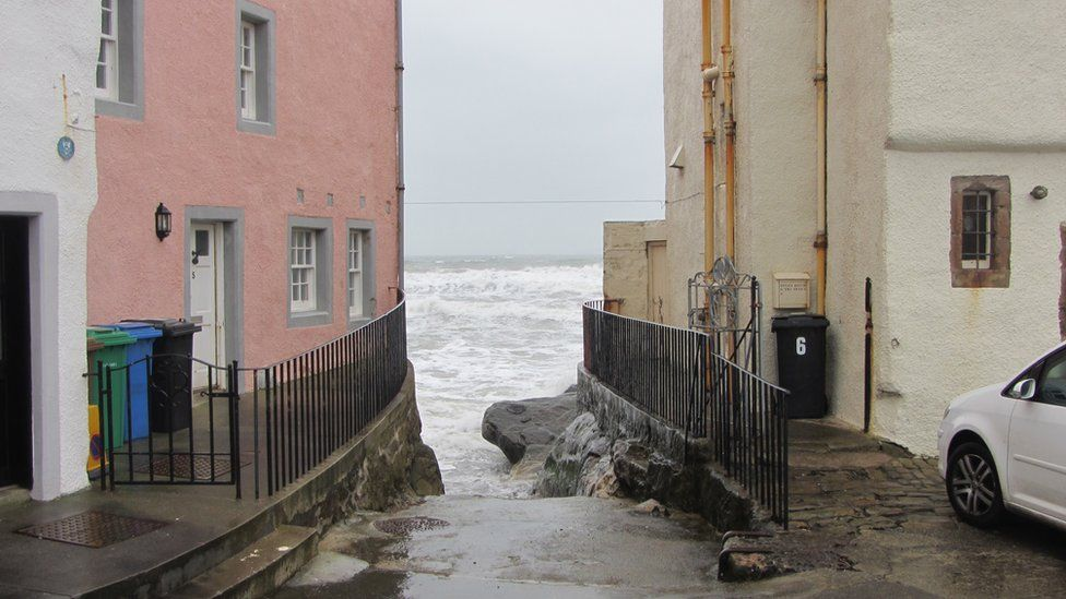 Houses by the sea in Anstruther