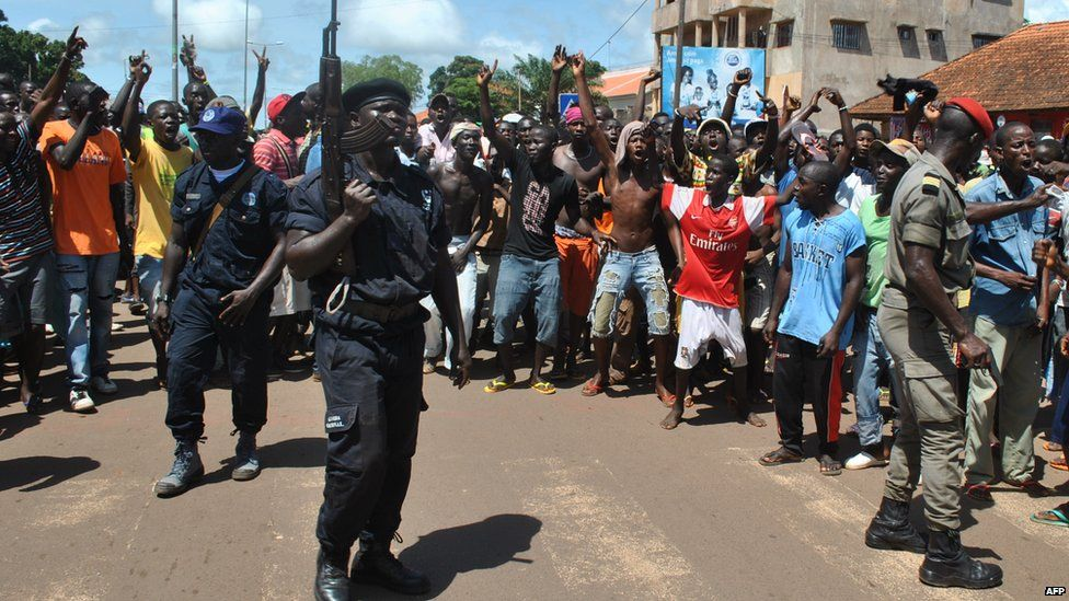 Policemen surrounded by an angry crowd in Bissau, Guinea-Bissau - Tuesday 8 October 2013