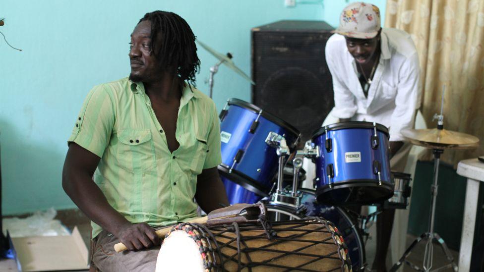 "Malian percussionist Bouramasy Diabate and British drummer Pauli ""The PSM"". Photo taken by Manuel Toledo, BBC Africa"