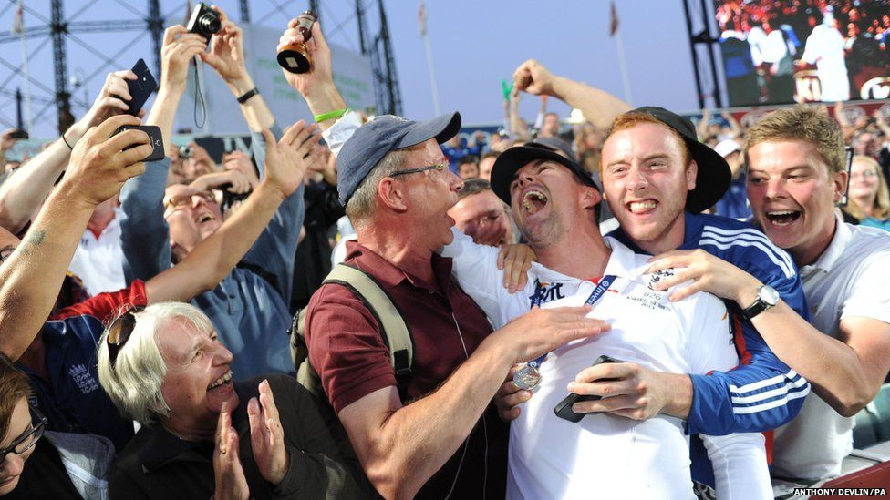 England's Kevin Pietersen celebrates with fans after winning the Ashes series during day five of the Fifth Investec Ashes Test match at The Kia Oval, London.