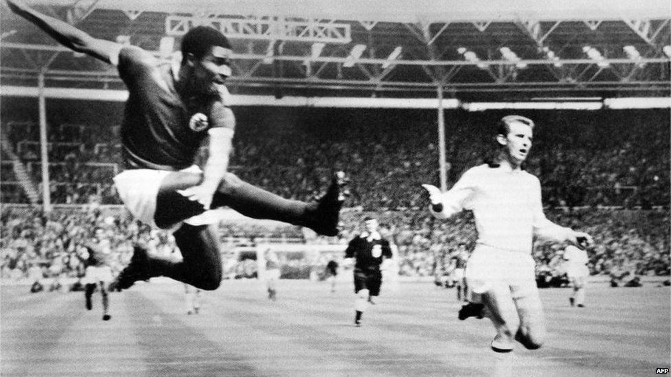 Eusebio playing for Benfica against AC Milan at the European Cup in Wembley, 22 May 1963