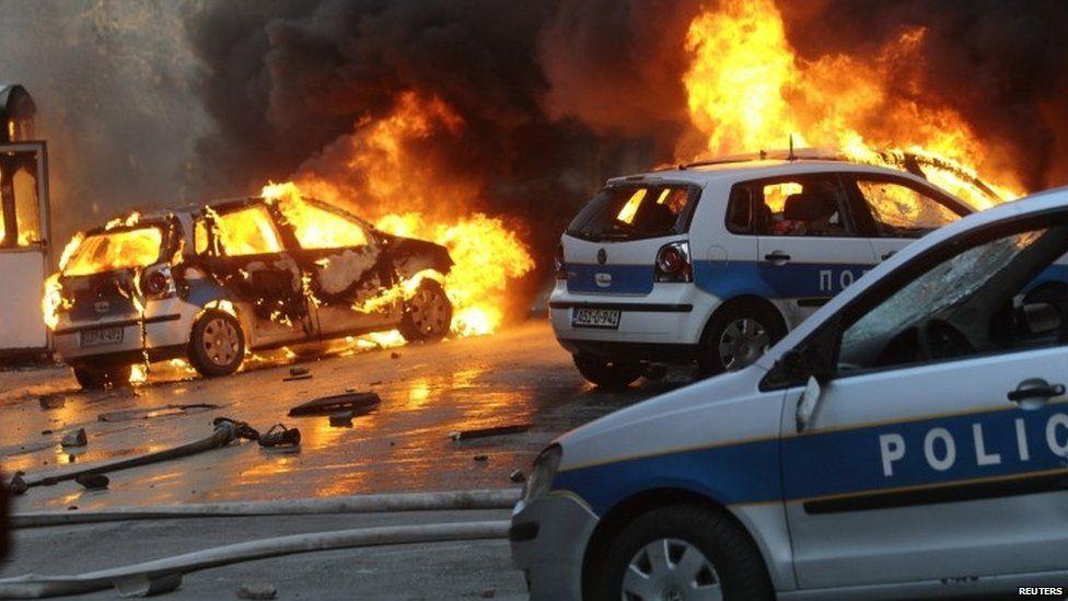 Cars burn in Sarajevo. Photo: 7 February 2014