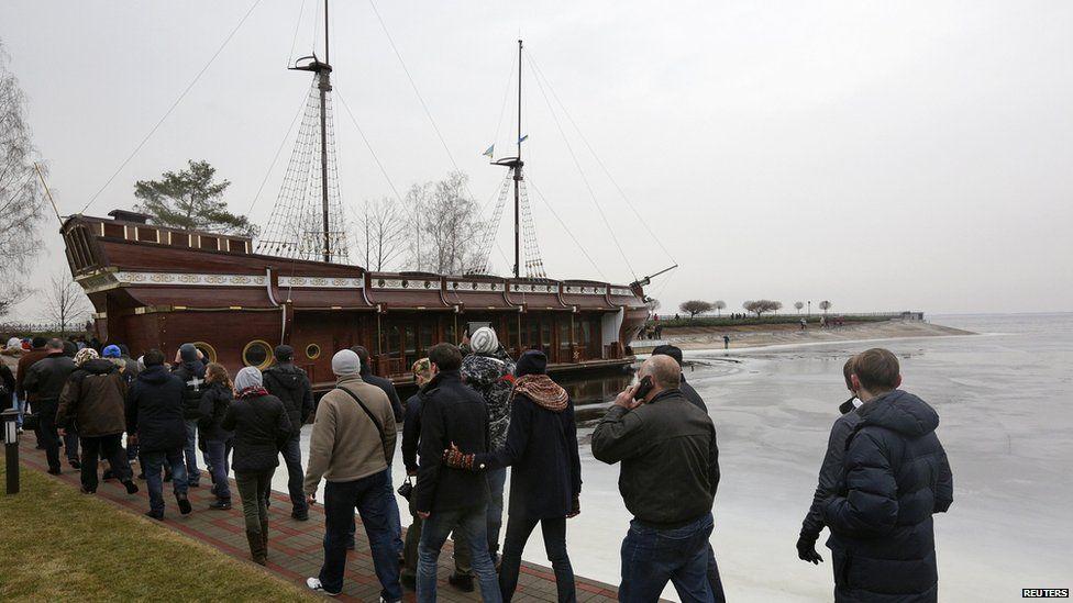 Fake galleon at Mezhyhirya estate