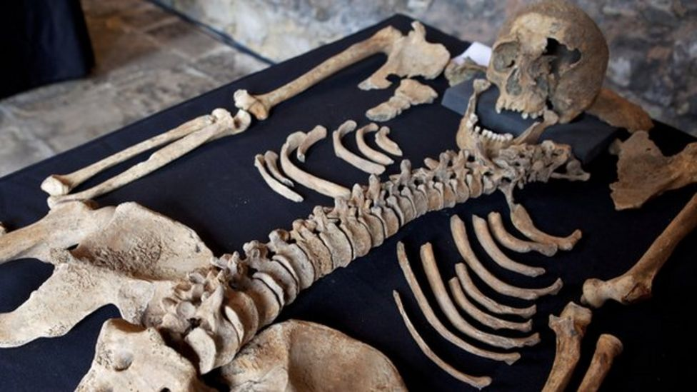 Black Death skeletons unearthed by Crossrail project