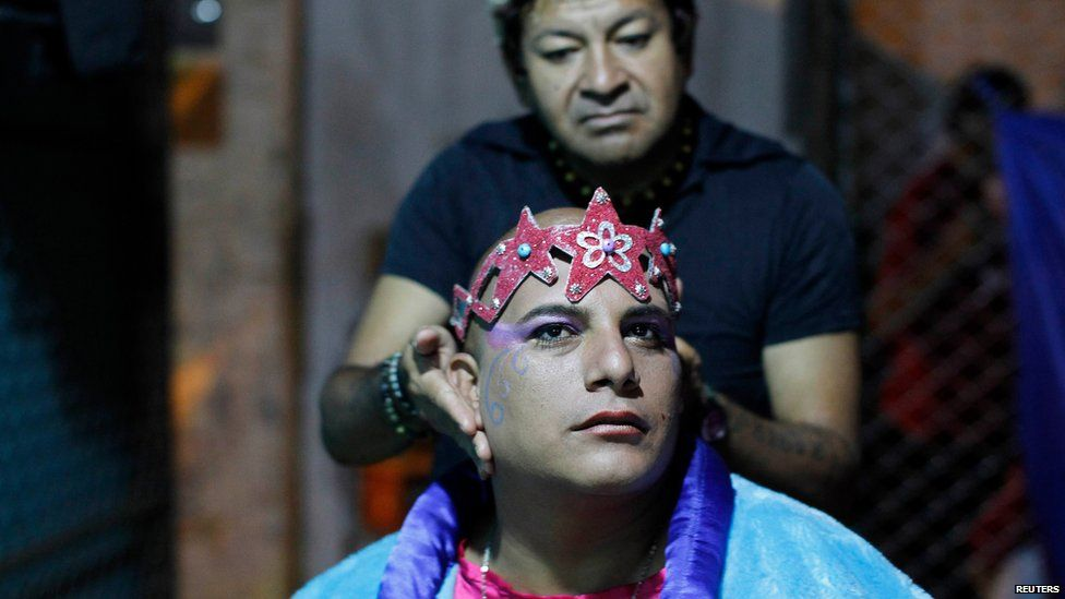 An inmate gets his make-up done before performing at the Sarita Colonia prison yard in Lima, on April 15, 2014.