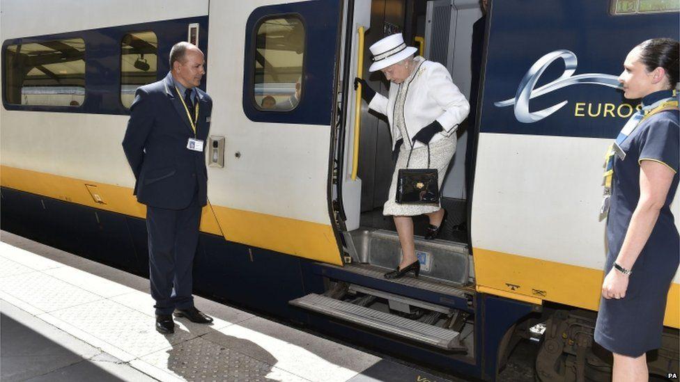 The Queen getting off a Eurostar train