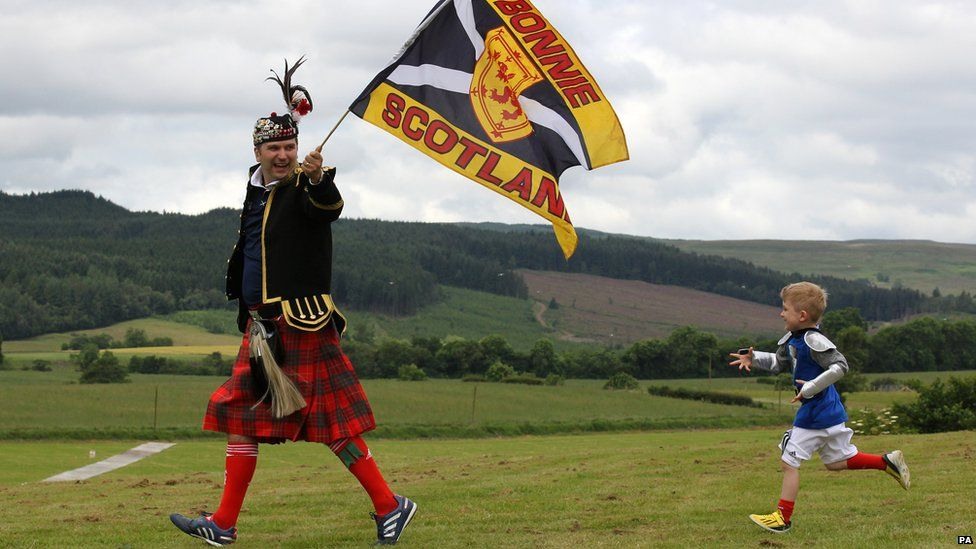 Brian Roy and son William from Larkhall arrive for the re-enactment