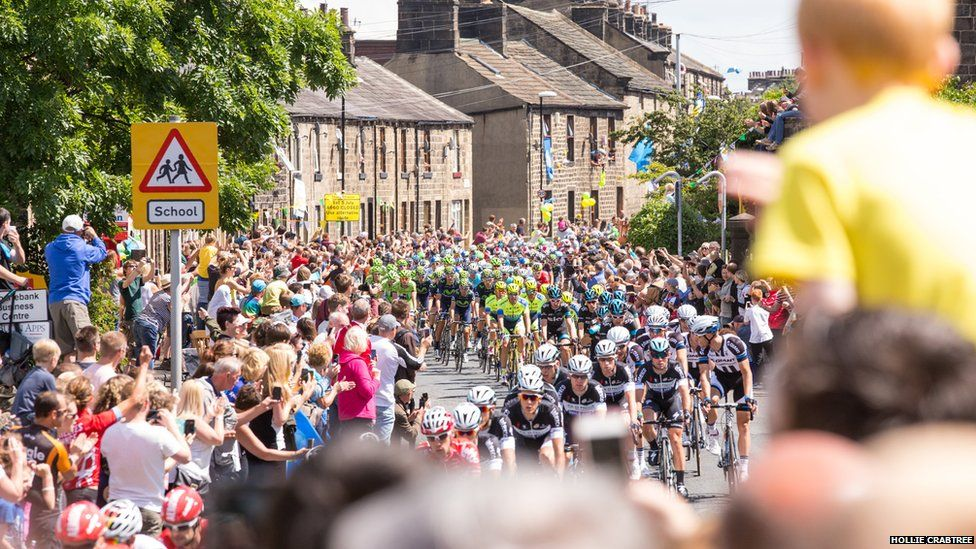 Tour de France passes through Otley