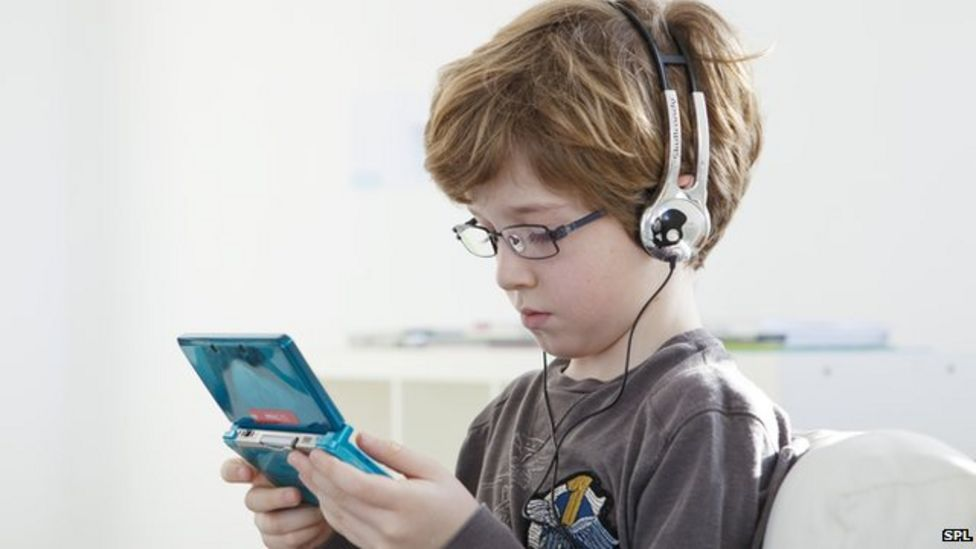 A little video gaming 'linked to well-adjusted children'