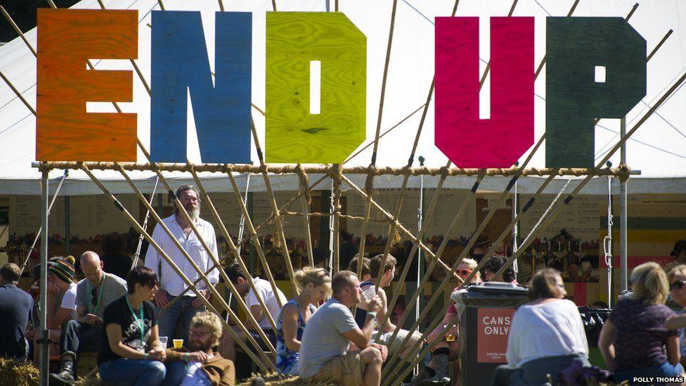 Bar End Up o fewn Ardal Far Out yn Gŵyl Y Dyn Gwyrdd