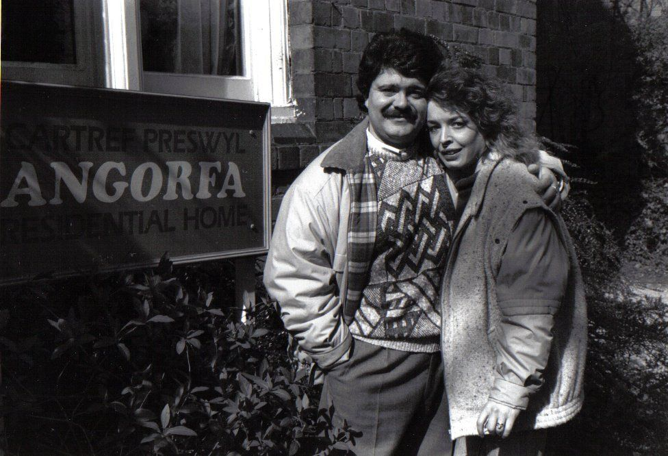 Ken a Linda Coslett