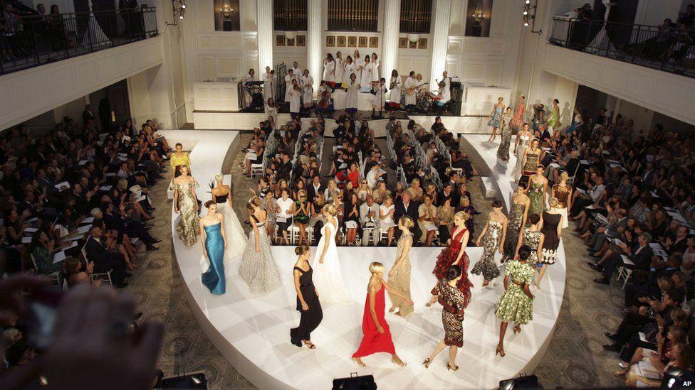 De la Renta's 2008 Spring Summer collection is presented in a New York church